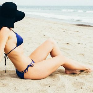Image of international escort Louisa Knight on the beach