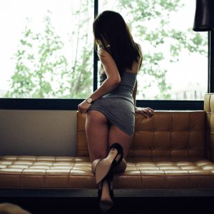 Kinky London escort lifts up her dress and flashes her peachy bum at the