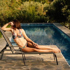 international kinky GFE escort Louisa Knight in a bikini poolside