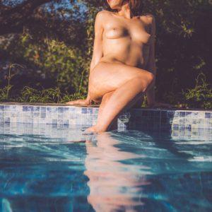 international kinky GFE escort Louisa Knight naked poolside